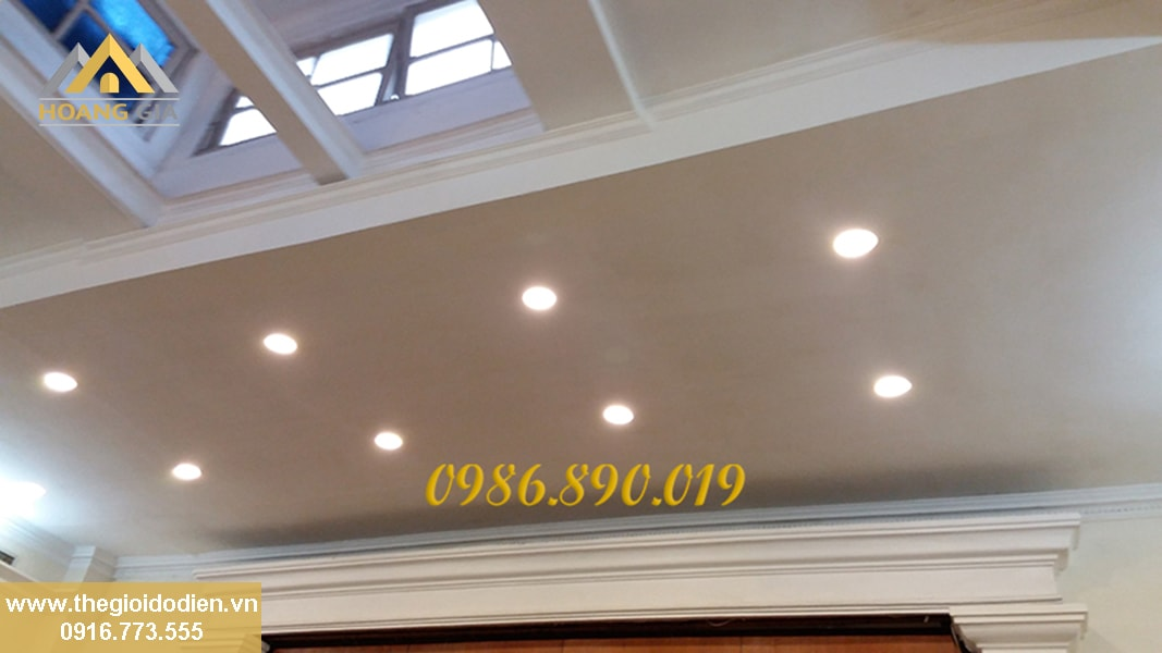 đèn led downlight âm trần cho hội trường