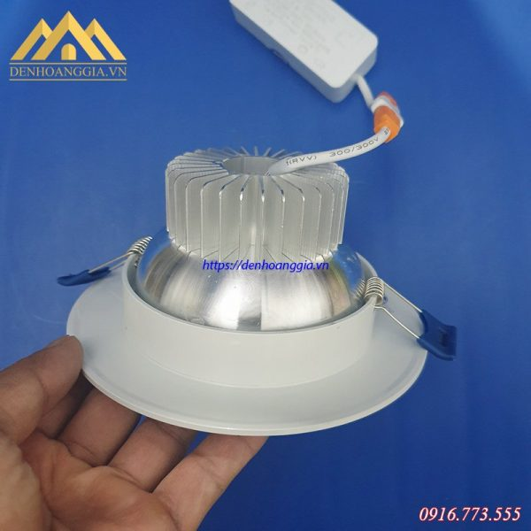 Đèn led âm trần đế dày có bộ tản nhiệt cực tốt