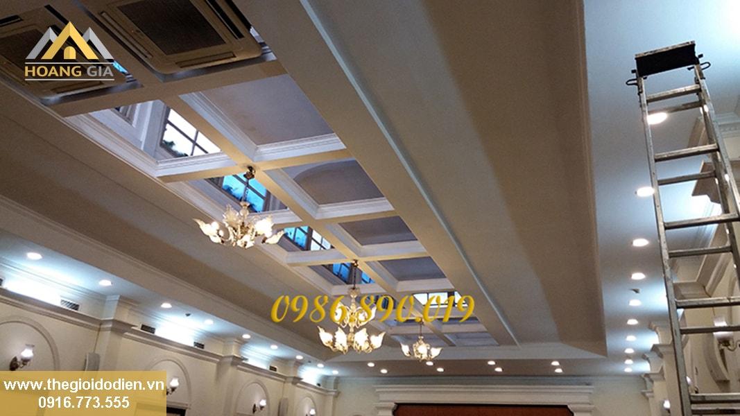 Đèn led âm trần sản phẩm không thể thiếu được với trần thạch cao