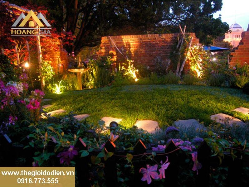 Chiếu sáng sân vườn bằng các loại đèn led cao cấp nhất hiện nay