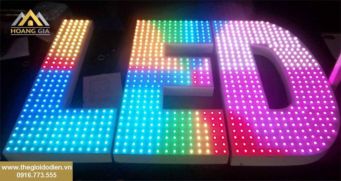 Trang trí biển hiệu bằng đèn LED quảng cáo siêu tiết kiệm điện