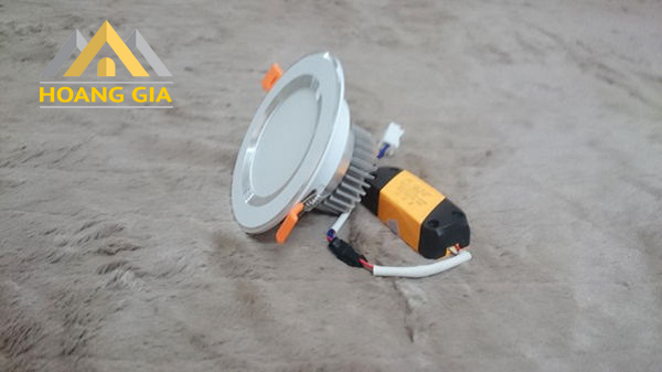 Đèn LED âm trần đế dày và những bật mí chi tiết đến từ hãng