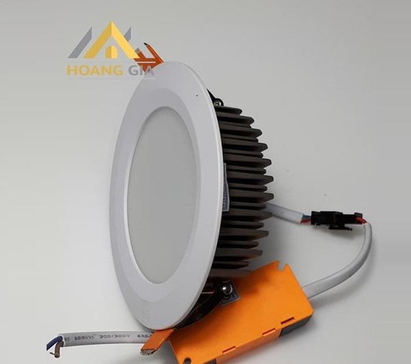 Phân biệt đèn LED âm trần khối đúc và đèn LED downlight âm trần