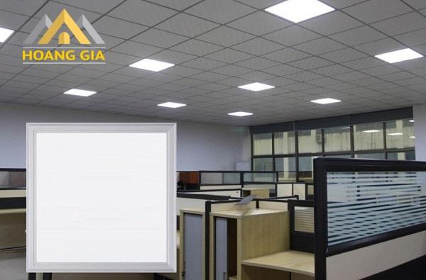 Đèn led Panel 600x600 được lắp phổ biến cho trần thả thạch cao tạ các văn phòng làm việc