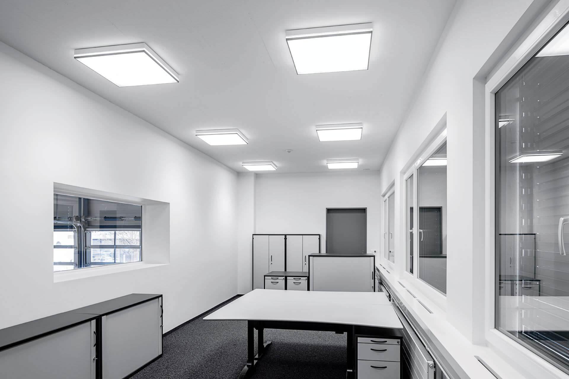 Đèn led ốp trần vuông Panel lắp trong văn phòng