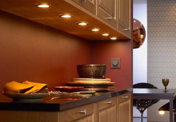 Cách bố trí đèn led âm trần phòng bếp cho khu vực nấu nướng