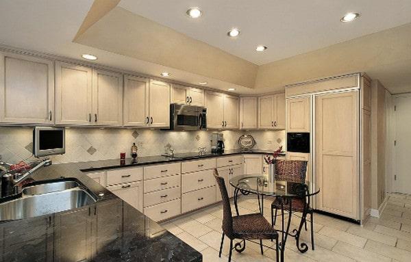 Phòng bếp hiện đại cần trang bị đầy đủ các khu vực chiếu sáng cần thiết