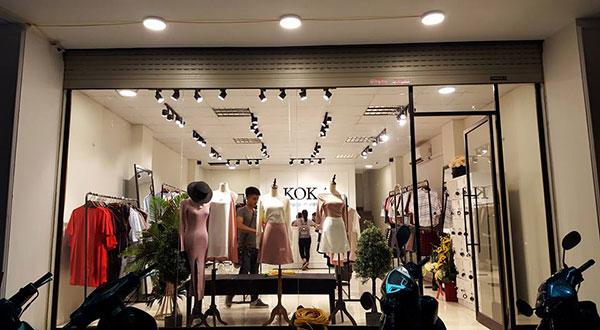 Chọn ánh sángđèn led rọi ray cho shop thời trang cửa hàng quần áo