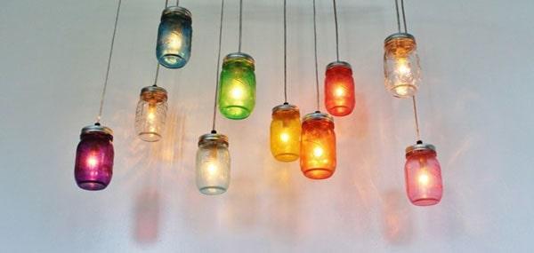 Sử dụng đèn thả bàn ăn có quá nhiều màu sắc