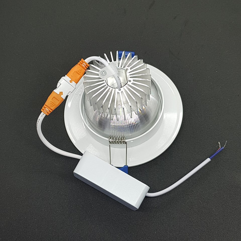đế tản nhiệt của đèn led âm trần đế dày