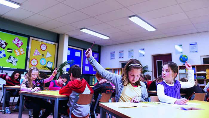 Đèn led âm trần 3 màu giúp học sinh tập trung cao độ trong việc học
