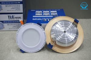 """Đế tản nhiệt của đèn led âm trần mặt cong đế mỏng được dập nổi tên thương hiệu """" TLC"""""""