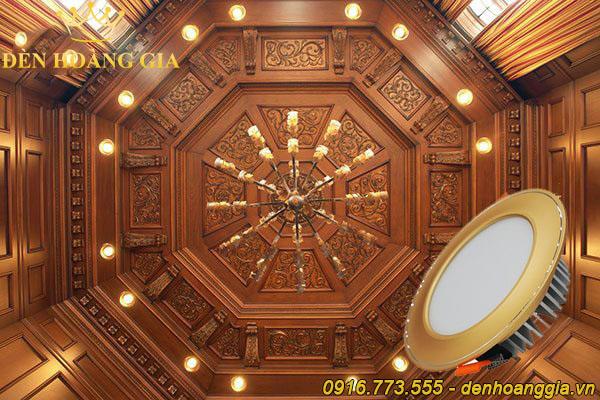 Trần gỗ lắp đèn led âm trần mặt cong màu vàng đồng