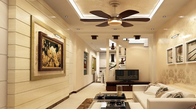 Phòng khách sử dụng đèn led âm trần lắp xung quanh trần kết hợp với đèn trần tích hợp đèn trang trí tại vị trí trung tâm