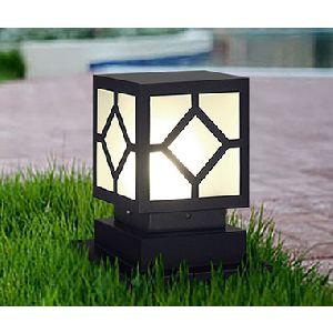 Đèn trụ cổng theo phong cách hiện đại. đơn giản, có thể lắp đặt ở khu vực sân vườn