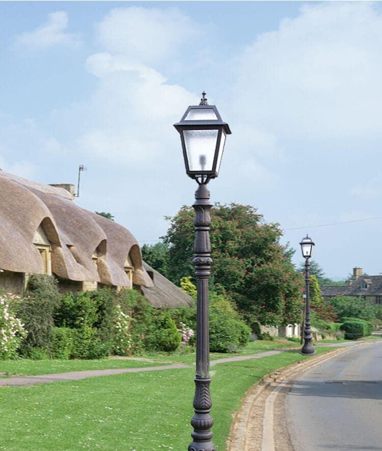Đèn trụ cổng ngoài trời trang trí và cung cấp ánh sáng cho không gian công cộng