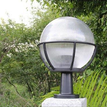 Đèn trụ cổng tròn có thể trang trí ở nhiều vị trí khác nhau như cổng nhà, sân vườn, tường bao...