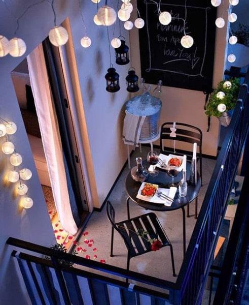 Đèn tru cao cấp giúp không gian ban công thêm lãng mạn