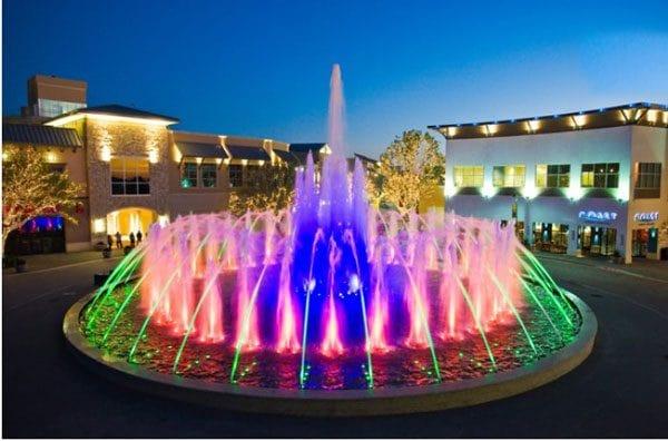 Đèn led âm nước giúp đài phun nước thêm nổi bật và ấn tượng