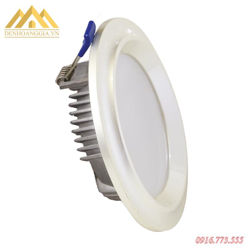 Bề mặt đèn led âm trần mặt cong Nano Platinum 5w viền bạch kim TLC được thiết kế cong nhẹ ôm sát trần nhà tạo điểm nhấn nổi bật