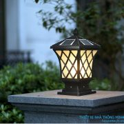 Bóng đèn trang trí cổng có thiết kế khép kín nên nước mưa, bụi bẩn, côn trùng không thể nào xâm nhập được vào bên trong.
