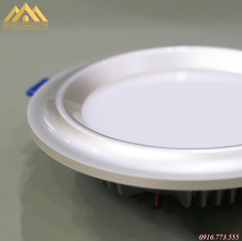 Bề mặt đèn led âm trần mặt cong Nano Platinum