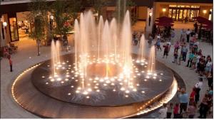 Đèn led dưới nước 9w giúp đài phun nước ở trung tâm thương mại thu hút được nhiều khách hàng quan tâm
