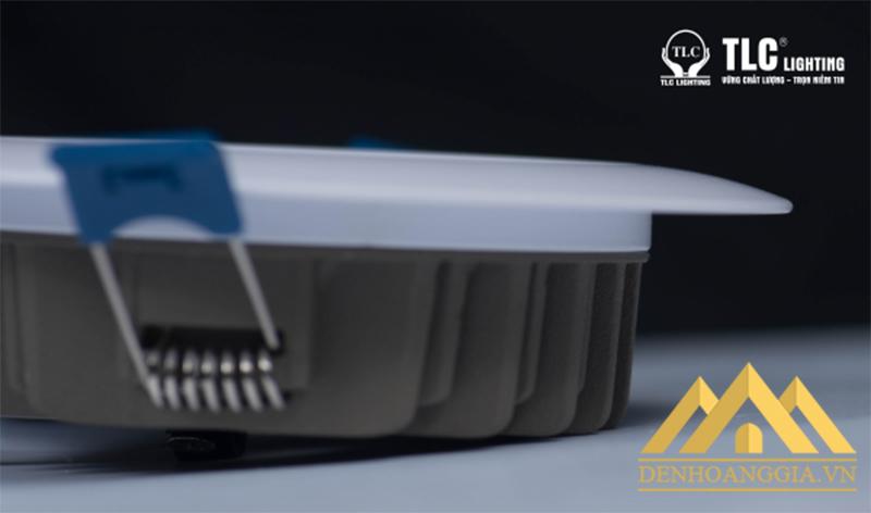 Đế tản nhiệt của đèn led âm trần khối đúc Plus 7,5w thiết kế tản nhiệt đa chiều giúp tiết kiệm điện năng cho người dùng