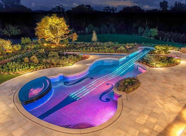 Ngoài nhạc nước đèn led gắn dưới nước còn được ứng dụng trong các bể bơi, hồ cá tiểu cảnh...