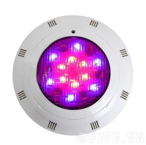 Đèn âm nước cho hồ bơi có nhiều màu sắc ánh sáng khác nhau và không chứa các tia hồng ngoại an toàn cho người dùng