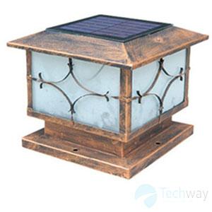 Đèn trang trí trụ cổng bằng đồng có thiết kế khép kín không bị ngấm nước và côn trùng xâm nhập vào bên trong