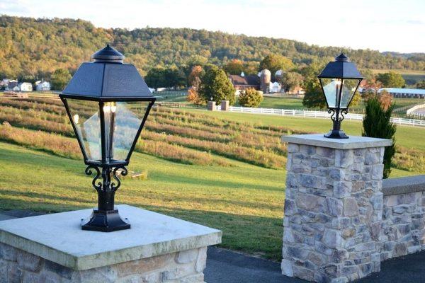 Đèn trụ trang trí sân vườn sử dụng những chất liệu an toàn và có độ bền cao có khả năng chống thấm nước tuyệt đối