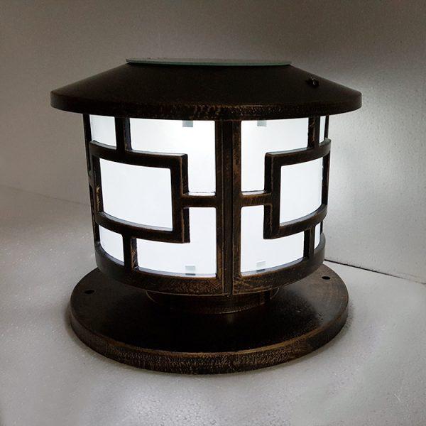 Đèn trang trí trụ cổng thiết kế theo phong cách hiện đại nhưng vẫn đậm tinh tế làm nổi bật ngôi nhà bạn