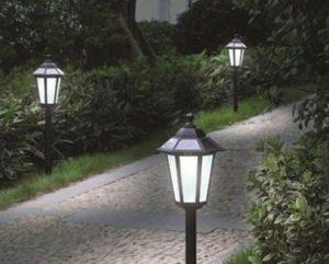 Ứng dụng đèn cổng hàng rào để chiếu sáng cho lối đi ngoài khu vực sân vườn