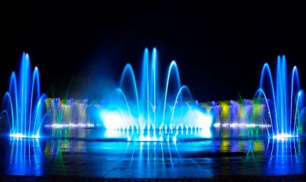 Sử dụng đèn led gắn dưới nước cho chương trình nghệ thuật nhạc nước cuốn hút người xem