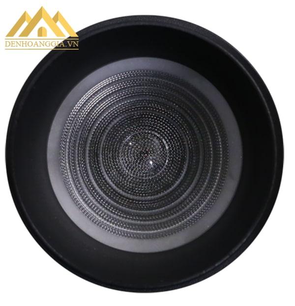 Thiết kế bề mặt đèn led rọi ray ZOOM 20w vỏ đen có nhiều hạt tán quang giúp đen lại nguồn ánh sáng đều màu, không hại mắt người dùng