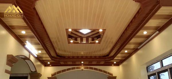 Viền vàng của đèn led âm trần mặt cong đế mỏng 8w rất hợp với những không gian sử dụng trần gỗ
