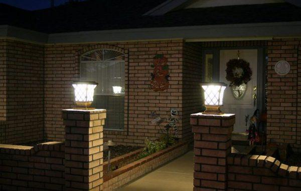Đèn led trụ cổng ngoài trời có hai màu sắc ánh sáng trắng/ vàng