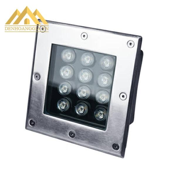 Đèn âm đất vuông có hệ thống mắt led sắp xếp đều nhau đem lại nguồn ánh sáng tập trung khi rọi vào các vật trong không gian