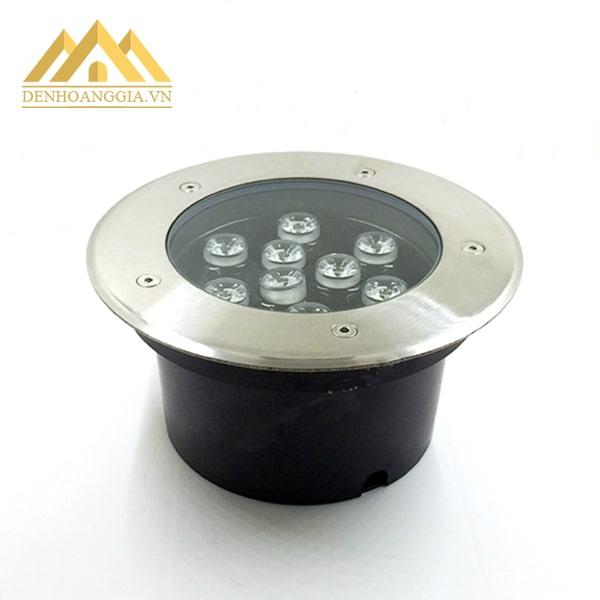 Lớp inox viền xung quanh đèn led âm đất 9w tròn giúp đèn tăng độ sáng bóng và tính thẩm mỹ cho không gian