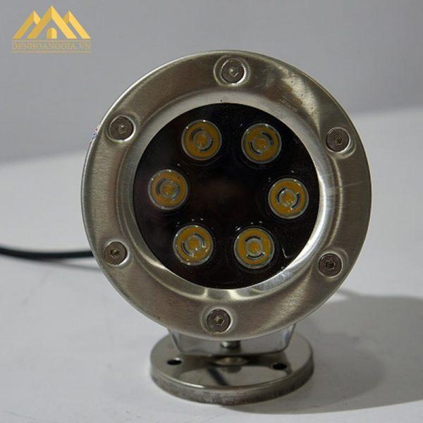 Thiết kế mặt đèn led âm nước spotlight 6w dạng đế ngồi bằng kính cường lực chịu được áp lực lớn của môi trường nước