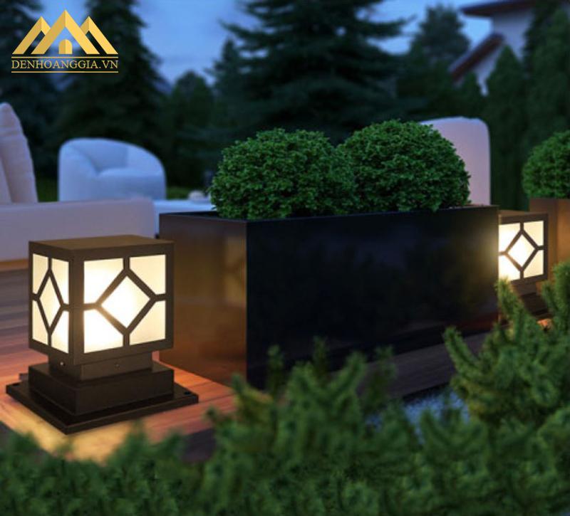 Đế của đèn trụ cổng thiết kế chắc chắn giúp đèn trụ vững ở vị trí được lắp đặt