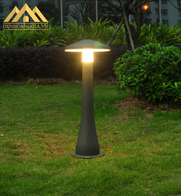 Ánh sáng đèn trụ sân vườn HGA-TSV86 chiếu ra không gây chói lóa, hại mắt