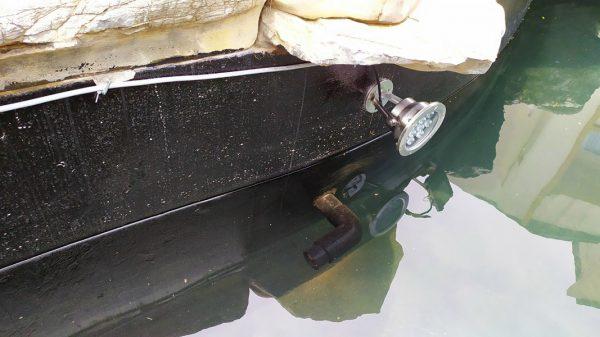 Lắp đèn âm nước chân đế cho hồ cá