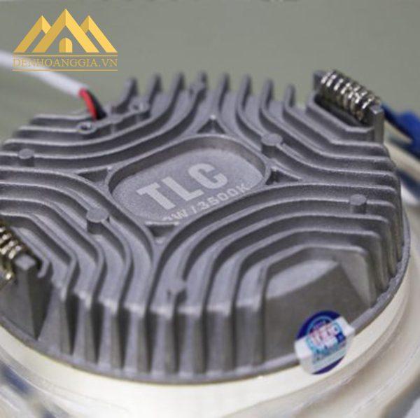 Thiết kế đế tản nhiệt đèn led âm trần mặt cong Nano đa chiều giúp giải phóng nhiệt năng nhanh, tiết kiệm chi phí cho người dùng