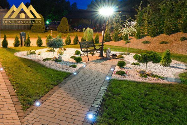 Chiếu sáng lối đi quanh khu nghỉ dưỡng bằng đèn led âm đất 24w vuông