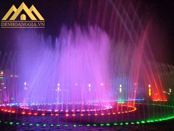 Ứng dụng đèn âm nước trong các đài phun nước, hồ nước, bể cá tiểu cảnh....