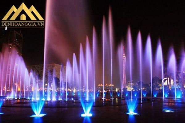 Đèn âm nước đa dạng màu sắc ánh sáng