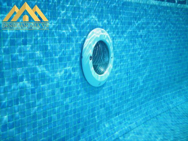Thân đèn led bể bơi 24w có khả năng giải phóng nhiệt năng nhanh giúp đèn tiết kiệm chi phí điện năng