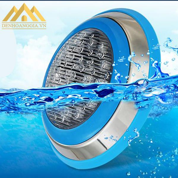 Đèn led bể bơi 18w hoạt động ổn định trong môi trường nước ở độ sâu trên 1 mét và có áp lực